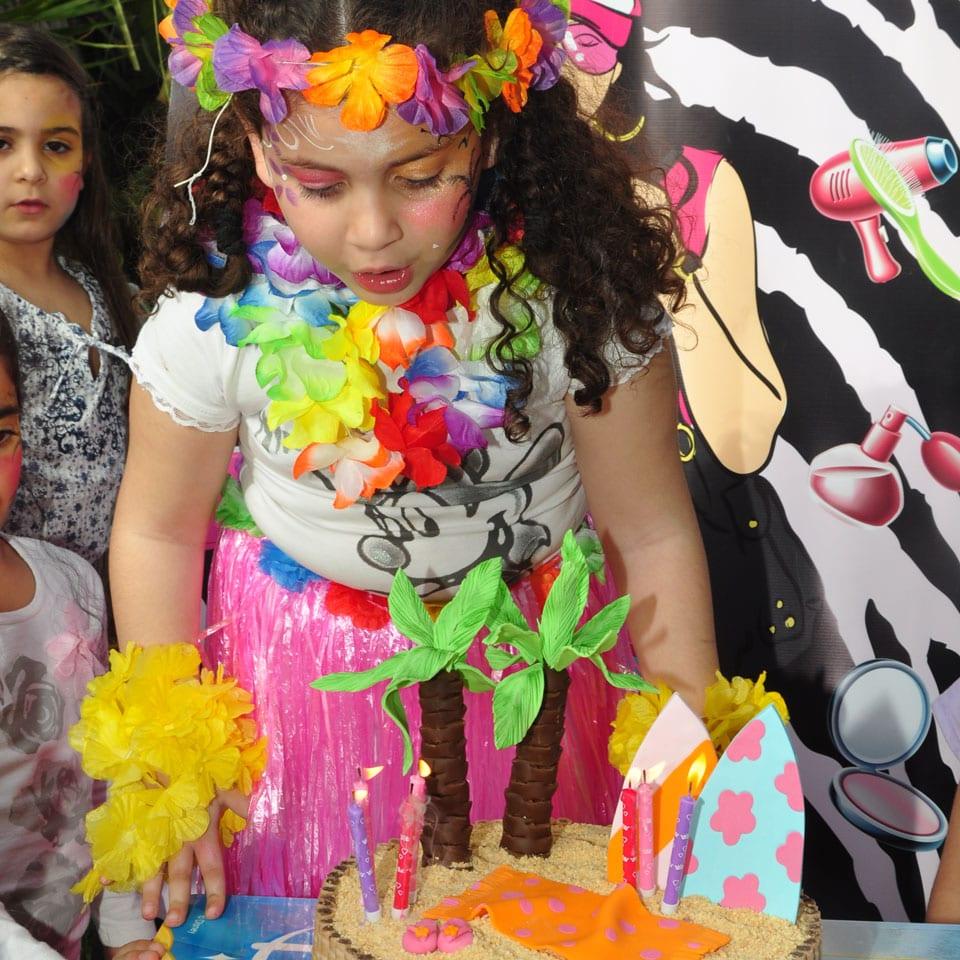 יום הולדת הוואי - טקס עוגה