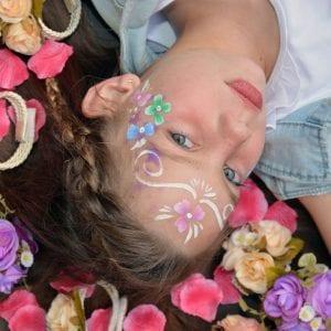 ילדת הפרחים בלאלילנד - סשן צילומים מקצועי למלכת היומולדת ותמונה משפחתית