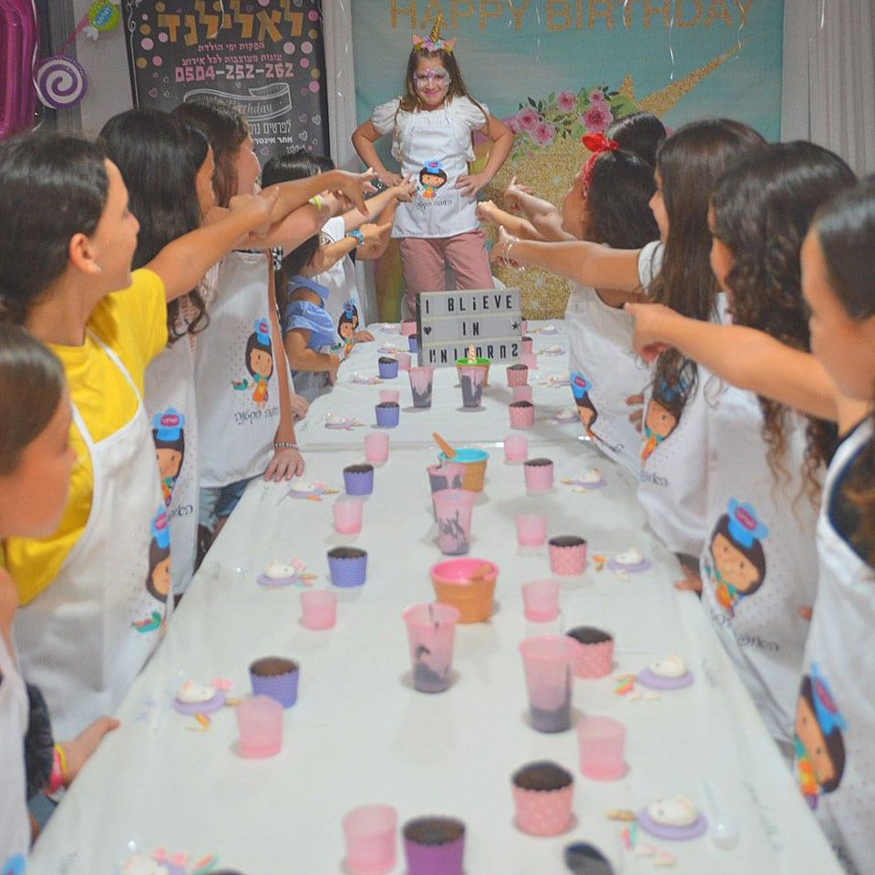 יום הולדת עיצוב בצק סוכר לאלילנד גיבוש חברתי