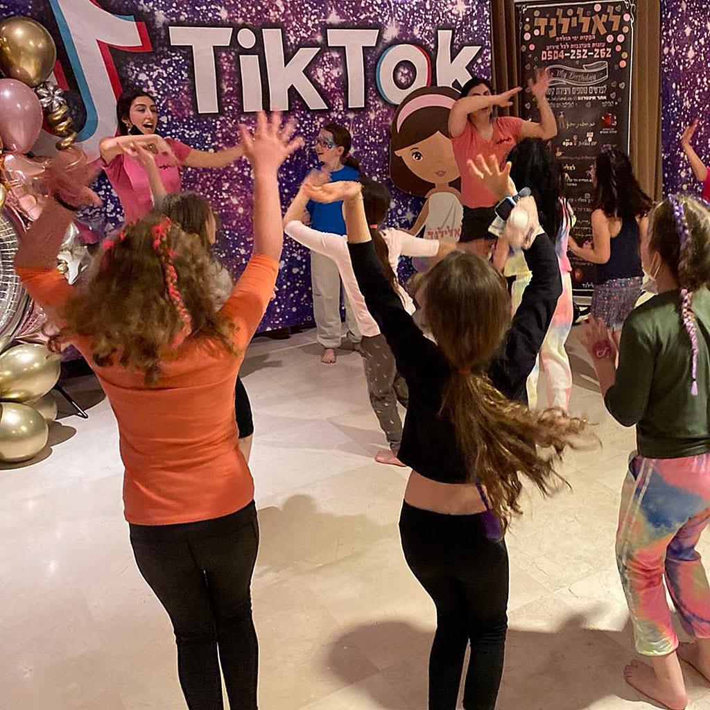 הפעלה טיקטוק ריקודים לאלילנד
