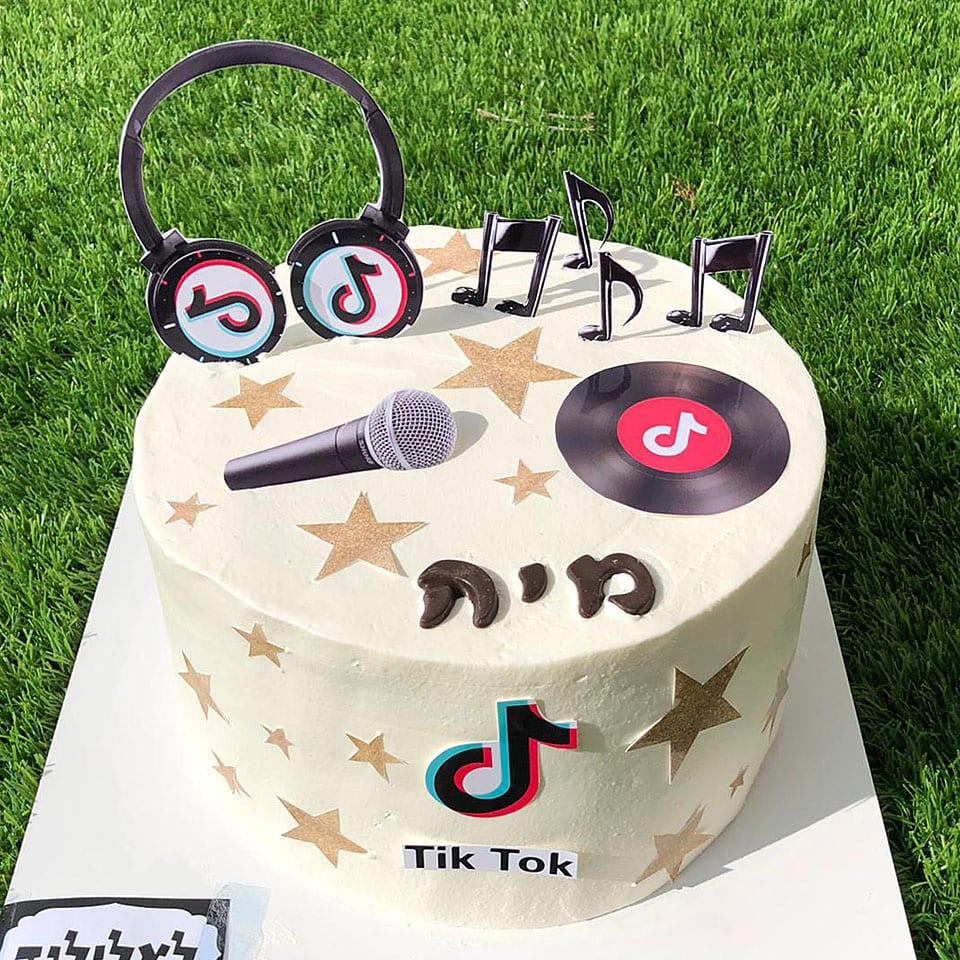 יום הולדת מוזיקלי טקס עוגה לאלילנד